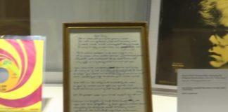 Σε δημοπρασία, χειρόγραφα του Έλτον Τζον με στίχους του