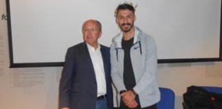 Τον πρωταθλητή Κων. Γκελαούζο, που τερμάτισε στην 3η θέση στον 37ο Αυθεντικό Μαραθώνιο, βράβευσε ο Δήμος Μαραθώνος