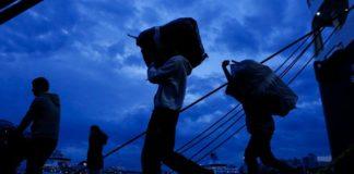 Στον Πειραιά 75 προσφυγες και μετανάστες