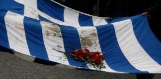 Ξεκίνησε η πορεία του μπλοκ με την αιματοβαμμένη σημαία του Πολυτεχνείου