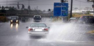 Θεσσαλονίκη: Πλημμυρισμένα υπόγεια και πτώση δένδρου μετά την καταιγίδα