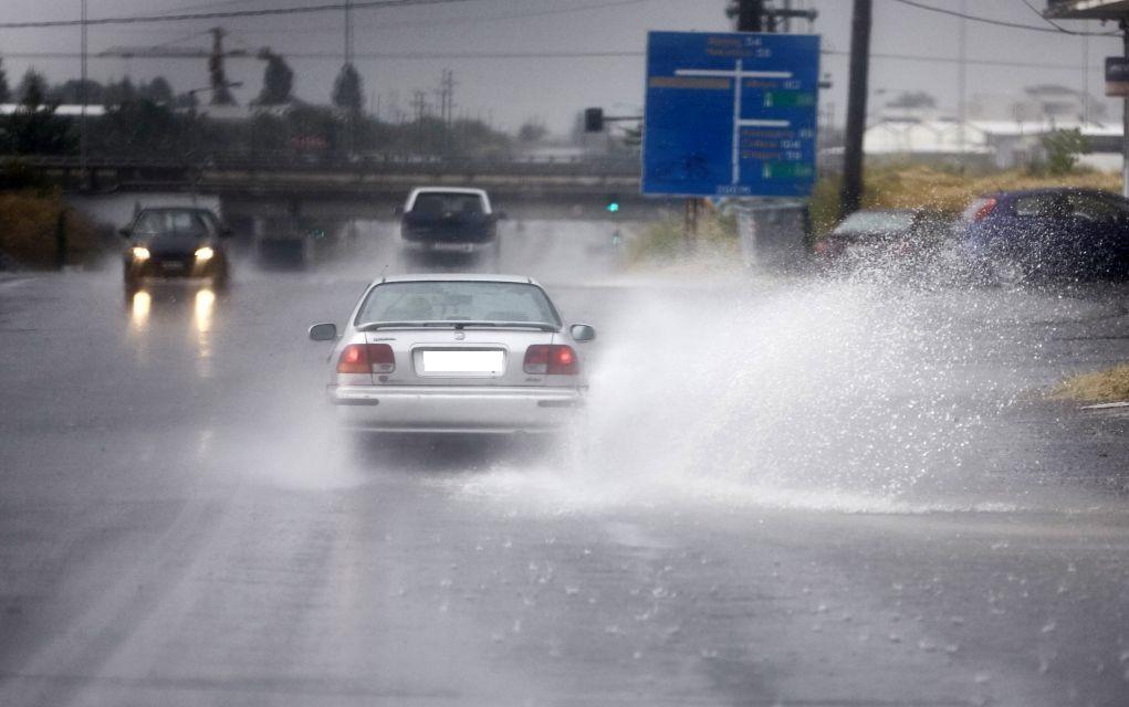 Θεσσαλονίκη: Πλημμυρισμένα υπόγεια και πτώση δένδρου μετά την ...
