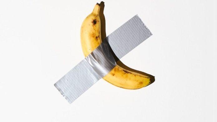 Καλλιτέχνης ξεκόλλησε και έφαγε την μπανάνα αξίας 120.000 δολαρίων
