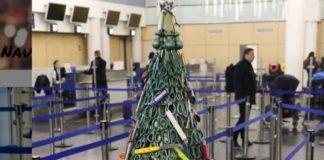Χριστουγεννιάτικο δένδρο από κατασχεθέντα αντικείμενα σε αεροδρόμιο