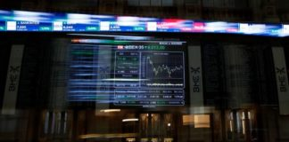 Διεθνείς αγορές: Οι μετοχές δοκιμάζουν τα ιστορικά υψηλά τους επίπεδα, ενισχύεται η στερλίνα