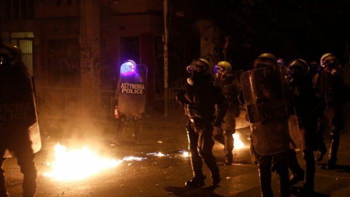 Δώδεκα άτομα οδηγούνται στον εισαγγελέα για τα χθεσινά επεισόδια στην Αθήνα