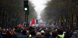 Επεισόδια και δακρυγόνα στο Παρίσι, στη διαδήλωση κατά της μεταρρύθμισης του συνταξιοδοτικού συστήματος