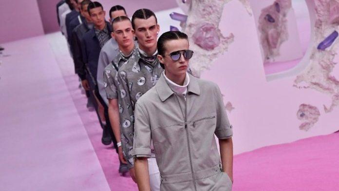 Επίδειξη μόδας ανδρικής συλλογής Dior διοργανώνεται απέναντι από το Rubell Museum