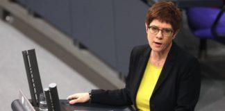 Επιπλέον μέτρα σε βάρος της Ρωσίας αξιώνει η υπουργός Άμυνας της Γερμανίας