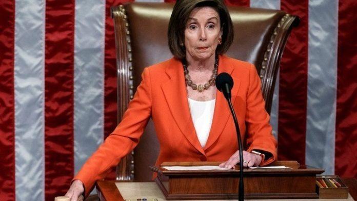 Η Νάνσι Πελόζι ζητάει να συνταχθεί κατηγορητήριο για την παραπομπή του Τραμπ