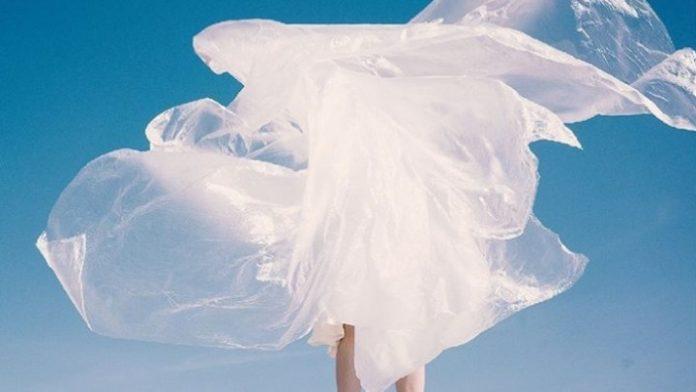 Λύση από το Fashion for Good για την πλαστική σακούλα