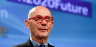 Ο πρώην γενικός διευθυντής του ΠΟΕ Πασκάλ Λαμί στο δυναμικό διεθνούς εταιρείας συμβούλων