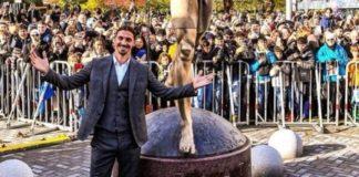 Πολίτες ζητούν τη μεταφορά του αγάλματος του Ιμπραϊμοβιτς