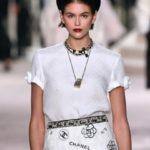 «Συρρικνώθηκαν» τα πιο εμβληματικά αξεσουάρ του Chanel