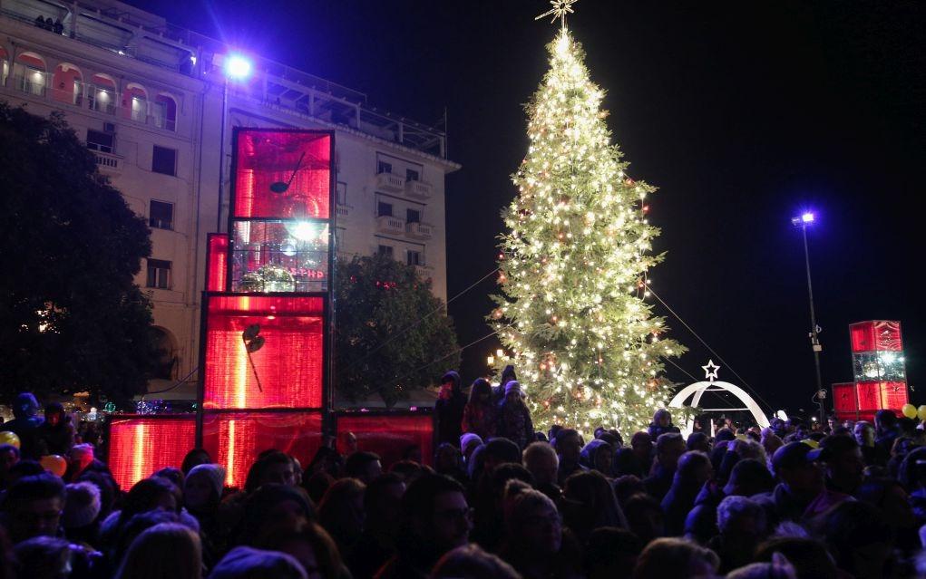 Σε εορταστικούς ρυθμούς η αγορά της Θεσσαλονίκης
