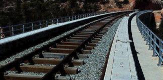 Ένας νεκρός και ένας τραυματίας στις γραμμές του τρένου έξω από το χωριό Γέφυρα