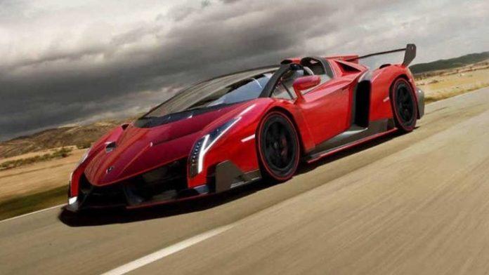 Μία από τις μόλις εννέα Lamborghini Veneno Roadsters θα πουληθεί σε δημοπρασία στο Παρίσι