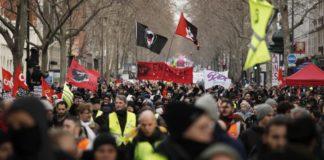 Παρίσι: Συγκρούσεις διαδηλωτών-αστυνομίας