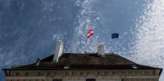 25 χρόνια από την ένταξη της χώρας στην ΕΕ, οι Αυστριακοί υποστηρίζουν στην πλειονότητά τους την παραμονή της στην ΕΕ