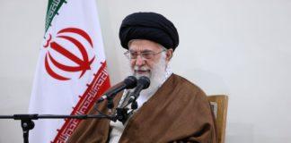 """Βολές Χαμενεΐ για Τραμπ: """"Θα μαχαιρώσει πισώπλατα τους Ιρανούς"""""""