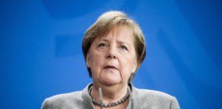 'Αγγελα Μέρκελ για το Άουσβιτς: Nα εναντιώνονται οι πολίτες σε κάθε μορφή αντισημιτισμού και ρατσισμού