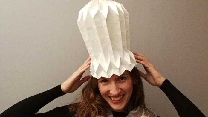 Βάλε το ...χάρτινο φουστάνι! Ρούχα οριγκάμι από τη Θεσσαλονικιά καλλιτέχνη με τα δύο Γκίνες