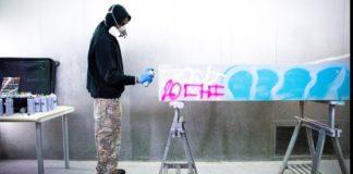 Έπιπλα, καλυμμένα με γκράφιτι, από τον Virgil Abloh