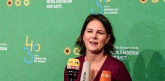 Η Ελλάδα έπρεπε να είχε προσκληθεί στη σύνοδο του Βερολίνου, δηλώνει η επικεφαλής των Πρασίνων Ανναλένα Μπέρμποκ