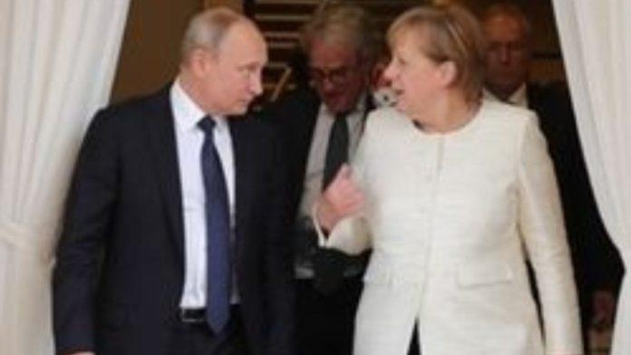 Κοινή συνέντευξη τύπου Πούτιν - Μέρκελ: Είναι καιρός να διεξαχθούν ειρηνευτικές συνομιλίες για τη Λιβύη