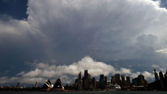 Μετά τις πυρκαγιές, σφοδρές χαλαζοπτώσεις και αμμοθύελλα έπληξαν την ανατολική Αυστραλία