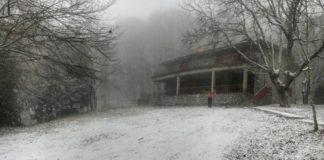 """Πέπλο χιονιού στον Χορτιάτη με την έλευση του """"Ηφαιστίωνα"""""""