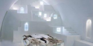 Στη σουίτα «Λευκή Σαντορίνη» του ICEHOTEL