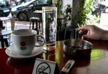 Αντικαπνιστικός νόμος: Πρόστιμο 2.000 ευρώ στην Πλάκα
