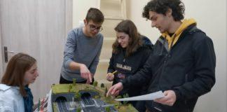 «Έξυπνα φανάρια» σε ρόλο αόρατου τροχονόμου προτείνουν μαθητές ως λύση στο κυκλοφοριακό