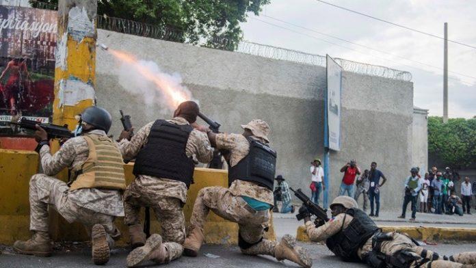 Αϊτή: Aστυνομικοί που διαδήλωναν επιτέθηκαν στο αρχηγείο του στρατού- Tουλάχιστον δύο νεκροί