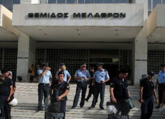 Αστυνομικοί σε κύκλωμα έκδοσης πλαστών εγγράφων σε κακοποιούς