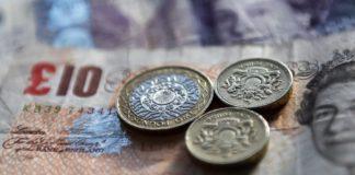 Βρετανία: Σε χαμηλό τριών εβδομάδων κινείται η στερλίνα
