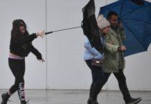 Βρετανία-καταιγίδα Ντένις: Πλημμύρες και αναστάτωση στις μεταφορές