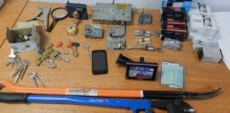 Εξαρθρώθηκαν δύο σπείρες που έκλεβαν οχήματα και διέπρατταν διαρρήξεις σε καταστήματα και οικίες