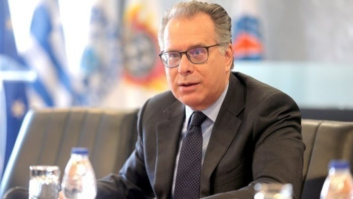 Γ. Κουμουτσάκος: «Δεν είναι το πλάνο της κυβέρνησης» η κατασκευή κλειστών κέντρων σε βραχονησίδες