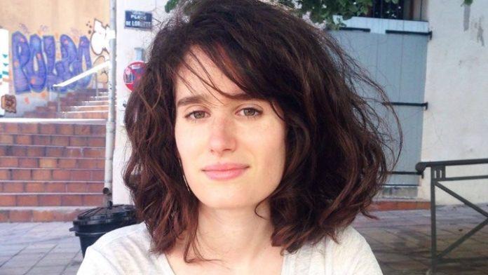 Η Σεσίλ Νταβιντοβισί υφαίνει αναμνήσεις από την παιδική της ηλικία