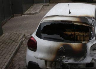 Κάηκαν δύο αυτοκίνητα στην Θεσσαλονίκη