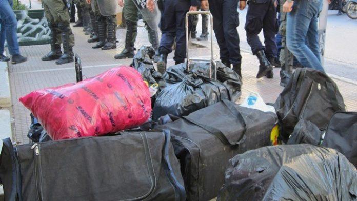 Κοινή επιχείρηση-«σκούπα» ΕΛΑΣ-Δήμου Πειραιά για την αντιμετώπιση του παρεμπορίου