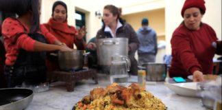 Μνήμες γεύσεων της Ανατολής παρουσιάζουν γυναίκες πρόσφυγες στο βιβλίο μαγειρικής «Taste My World»