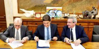 Μνημόνιο συνεργασίας υπέγραψαν ο Λ. Αυγενάκης, ο περιφερειάρχης Νοτίου Αιγαίου και ο δήμαρχος Ρόδου