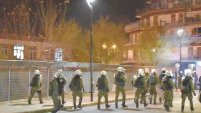 Μυτιλήνη: Νέες συγκρούσεις πολιτών με την αστυνομία