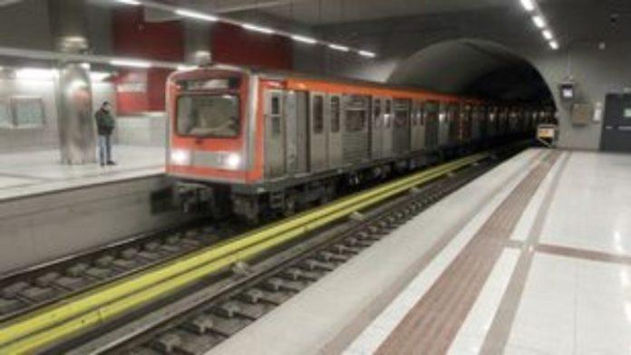 Νεκρός ο άνδρας που έπεσε στο μετρό