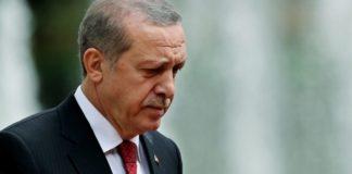 Ο Ταγίπ Ερντογάν με την πλάτη στον τοίχο στη Συρία