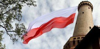 Οι Πολωνοί υποστηρίζουν το Ανώτατο Δικαστήριο στην αντιπαράθεση με την κυβέρνηση