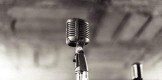 Πέθανε ο Ερβέ Μπουρζ, μορφή της γαλλόφωνης ραδιοφωνικής και τηλεοπτικής δημοσιογραφίας